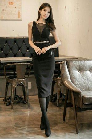 黑色短袖连衣裙搭配图片