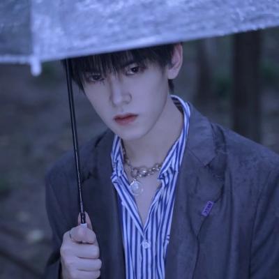 <b>又帅又酷的温柔小清新真人男生2021最新头像</b>